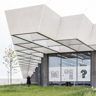 Grandes poutres en béton pour le siège d'Adidas signé COBE