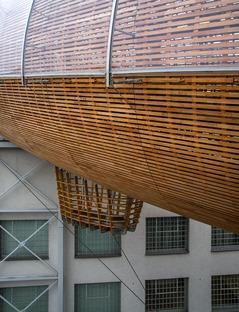 Gulliver : un auditorium en bois, acier et plexiglas à Prague
