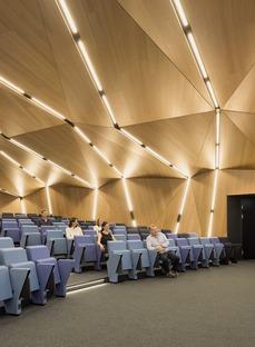 Brise-soleil fixe en aluminium pour l'AGORA de Behnisch Architekten