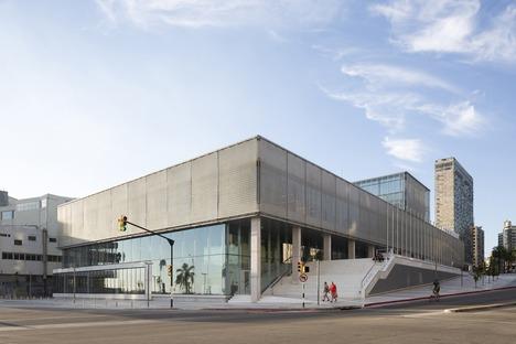 Restructuration minimaliste en acier et en béton signée LAPS arquitectos