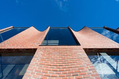 Une façade en briques renforcées incurvées