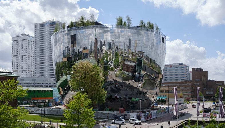 Le dépôt de MVRDV en béton armé et façade en miroirs