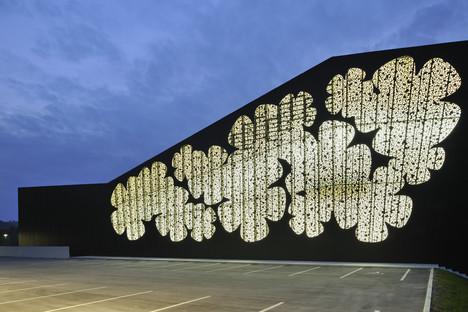 Structure en treillis signée Enota pour le centre sportif de Podčetrtek