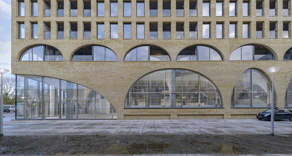 Briques et béton pour le Westbeat de Studioninedots