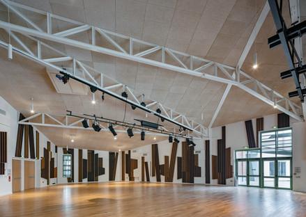 Béton préfabriqué et façade en aluminium micro-perforé pour un projet de réhabilitation-extension