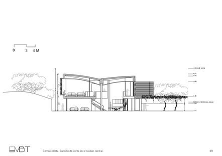 EMBT signe le centre Kàlida, un bâtiment en briques et en bois