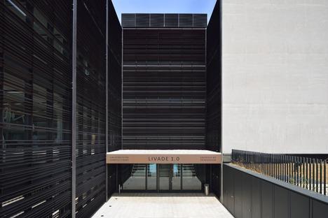 Le cabinet Dekleva Gregoric Architects signe un campus universitaire en verre, en acier et en béton