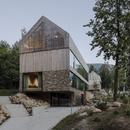 Studio de.materia signe des appartements en bois et en pierre