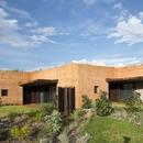 Luigi Rosselli réalise des maisons en pisé en Australie